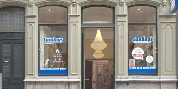 De entree van zonnestudio Sunday's in Arnhem
