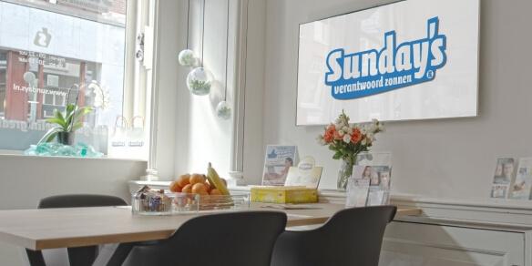De leestafel van zonnestudio Sunday's in Arnhem