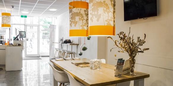 Kom na het zonnen tot rust aan de leestafel bij zonnestudio Sunday's in Den Bosch