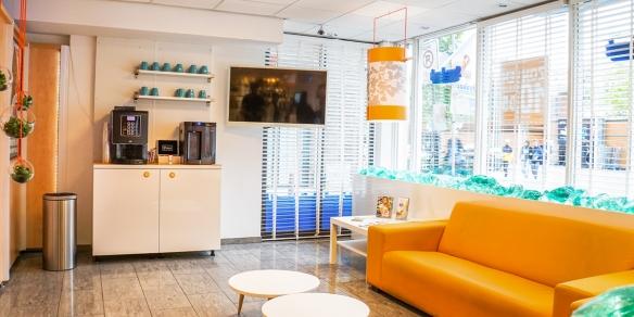 De koffiecorner van zonnestudio Sunday's Tilburg
