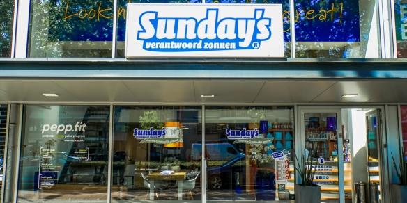 De entree van zonnestudio Sunday's Grote Beer in Rotterdam
