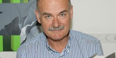 Dermatoloog Han van der Rhee schrijft boek 'Zonnen mag'
