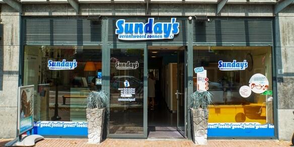 De entree van zonnestudio Sunday's in Lisse