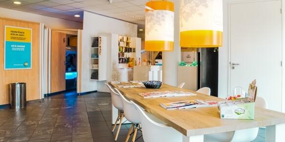 De leestafel van van zonnestudio Sunday's in Hoorn