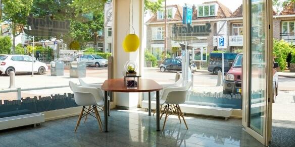 De leestafel van zonnestudio Sunday's in Alkmaar