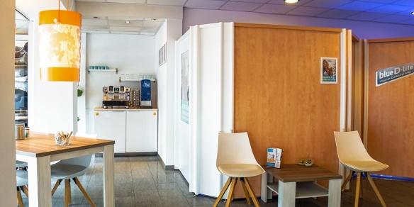 De koffiecorner van zonnestudio Sunday's in de Theresiastraat in Den Haag
