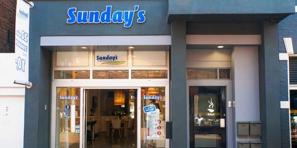 De entree van zonnestudio Sunday's Groningen